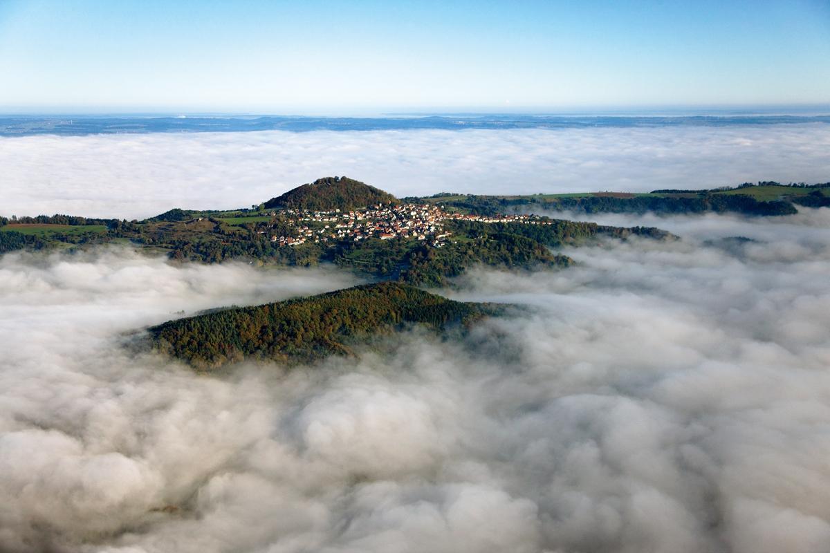 Luftansicht des Hohenstauffen; Foto: Staatliche Schlösser und Gärten Baden-Württemberg, Achim Mende