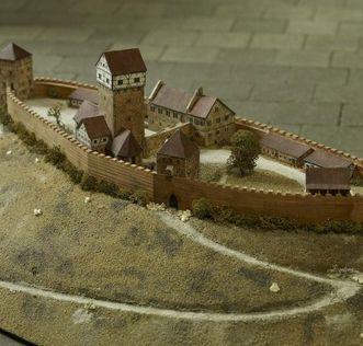 Modell der ehemaligen Burg Hohenstaufen im Dokumentationsraum für staufische Geschichte am Fuß des Hohenstaufen