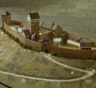 Modell der Burg Hohenstauffen im Dokumentationsraum für staufische Geschichte am Fuß des Hohenstauffen