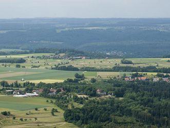 Luftansicht des Hohenstaufen; Foto: Staatliche Schlösser und Gärten Baden-Württemberg, Rolf Schwarz