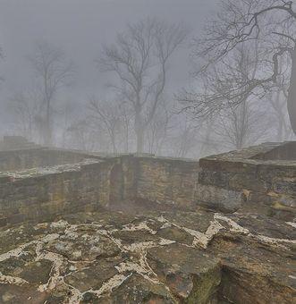 Blick ins innere der Ruine der Burg Hohenstauffen