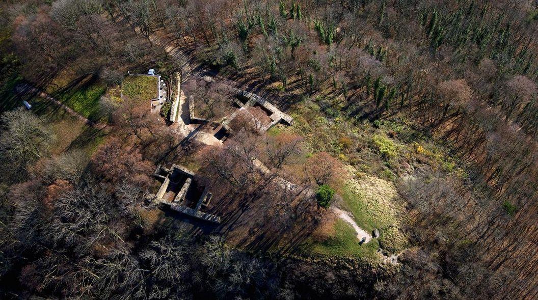Luftaufnahme der Burgruine Hohenstaufen